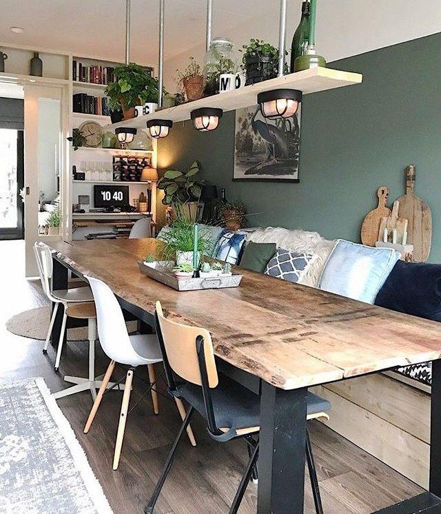 Esszimmer: Esstisch, unterschiedliche Stühle, Lampe mit Ablage ...