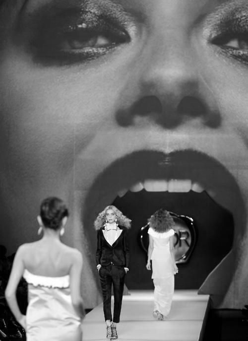 VIKTOR & ROLF RUNWAY SHOW....from the mouth of Marilyn