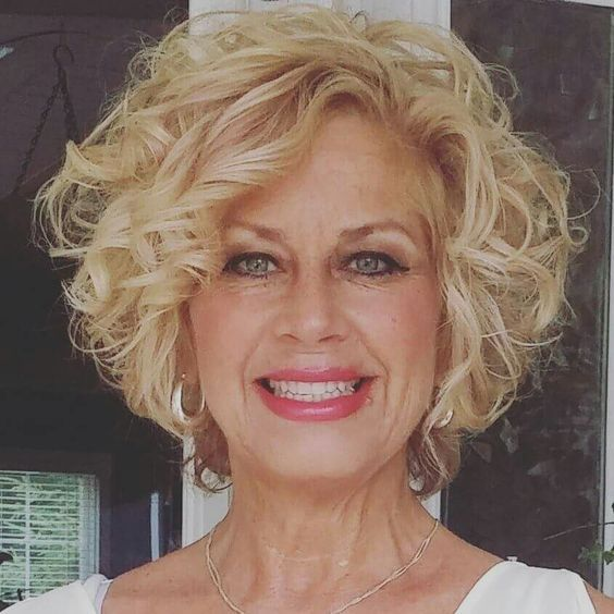 45 Short Curly Hairstyles for Women Over 50 #curlyhairstyles