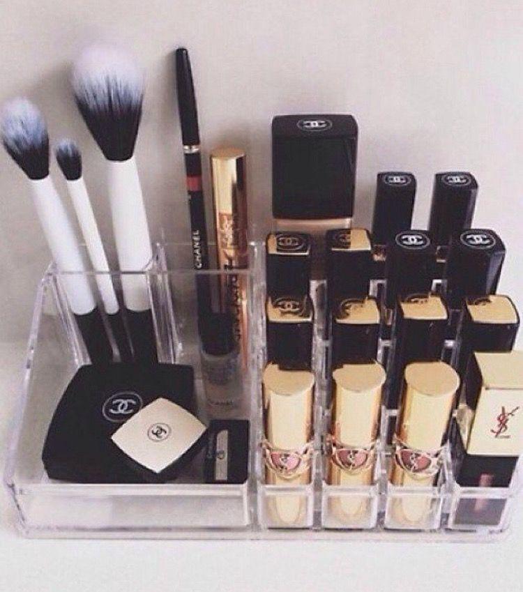 Es verdad que hay labiales baratos idénticos  a los caros, pero por favor... Chanel, Dior, Kylie, MAC, son de otro mundo • 💶