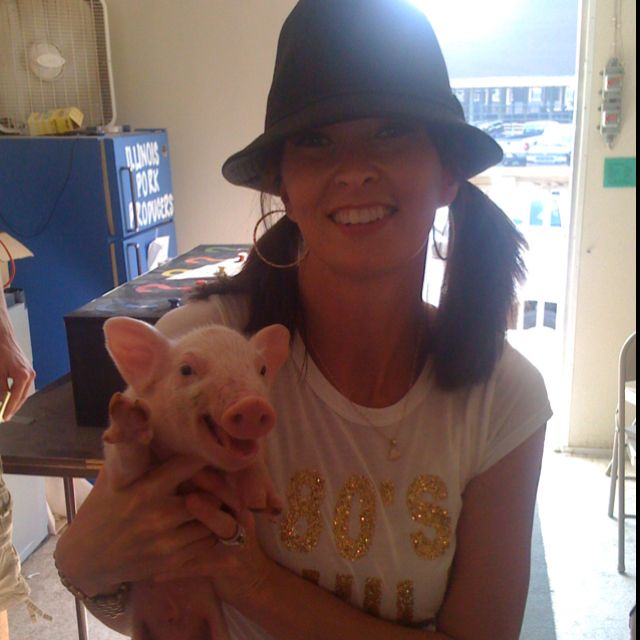 Cutest piggy ever! I still think he was waving to the camera. I wanted to steal him! :)