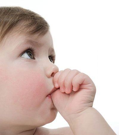 ¿Se produce daño en los dientes chupando el dedo? cuando los niños de unos cuatro años se chupan el pulgar probablemente no se daña la dentadura. Pero no se debe volver una costumbre. #BigSmile