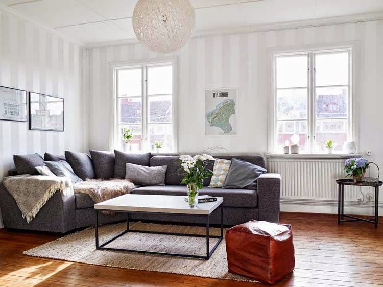 So bright, love this room; just not the fixture.    Koti Australiassa - A Home in Australia  HomeDSGN       Tämän Sydeyssä sijaitsevan kodin yksinkertaista ja tyylikästä sisustusta on täydenn...