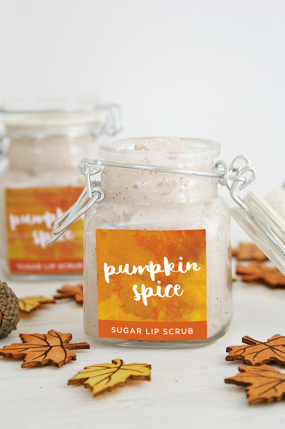 DIY Pumpkin Spice Sugar Lip Scrub + Free Printable #lipscrubs