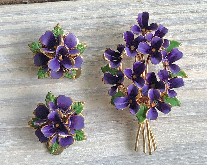 Rare Necklace Clip On Earrings Jewelry Set Vintage 1950s Large Celluloid Orchid Flowers Clear Lucite Leaves