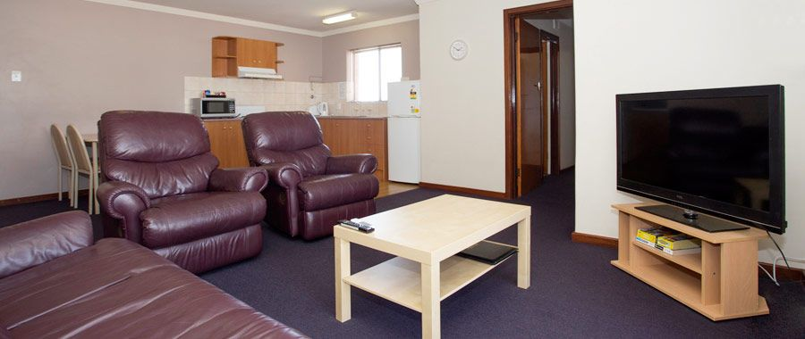 Best I Have Never Seen A Motel That Has Lazy Boy Chairs In It 400 x 300