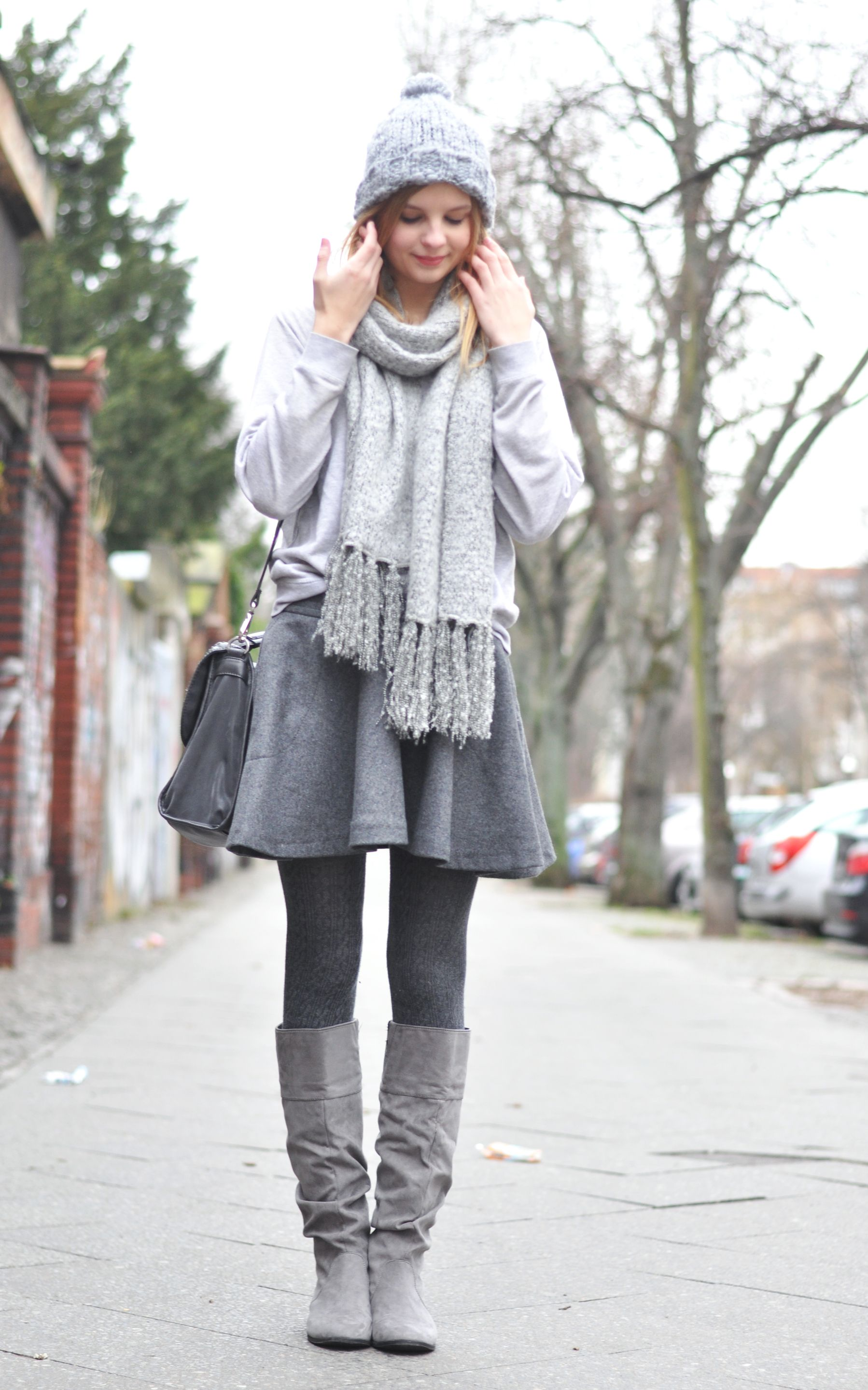 cozy winter style berlin fashion week all grey scarf. Black Bedroom Furniture Sets. Home Design Ideas