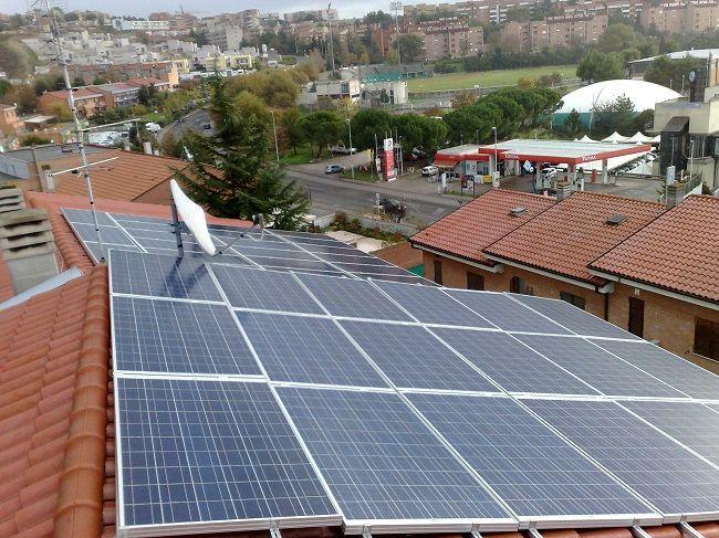 Impianto fotovoltaico ad ANCONA da 4,00 kWp su copertura - 18 moduli ALEO in SILICIO POLICRISTALLINO da 225 Wp