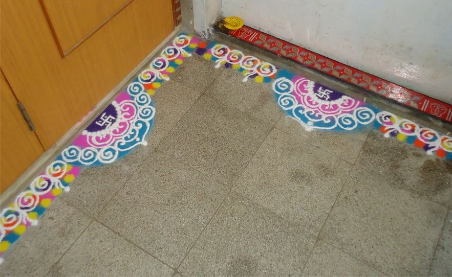 Easy border rangoli designs rangoli pinterest for Door rangoli design images