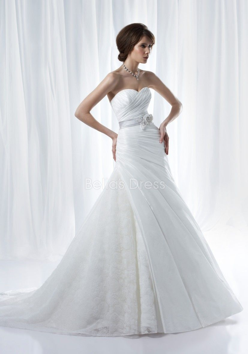 Bellas wedding dress  Classic Taffeta u Organza A line Sweetheart Chapel Train Winter