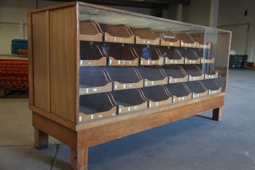 24 DRAW VINTAGE OAK SHOP HABERDASHERY COUNTER ANTIQUE DISPLAY CABINET UNIT  | eBay - 24 Draw Vintage Oak Shop Haberdashery Counter Antique Display