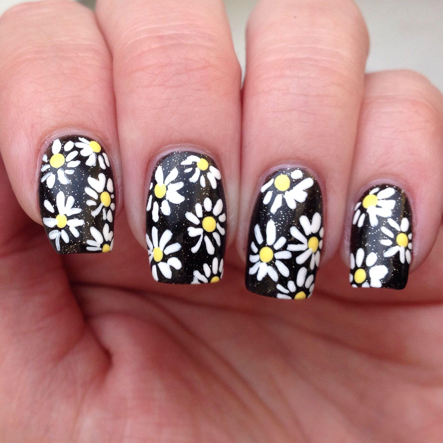 Daisies on black micro glitter nails nail art daisy