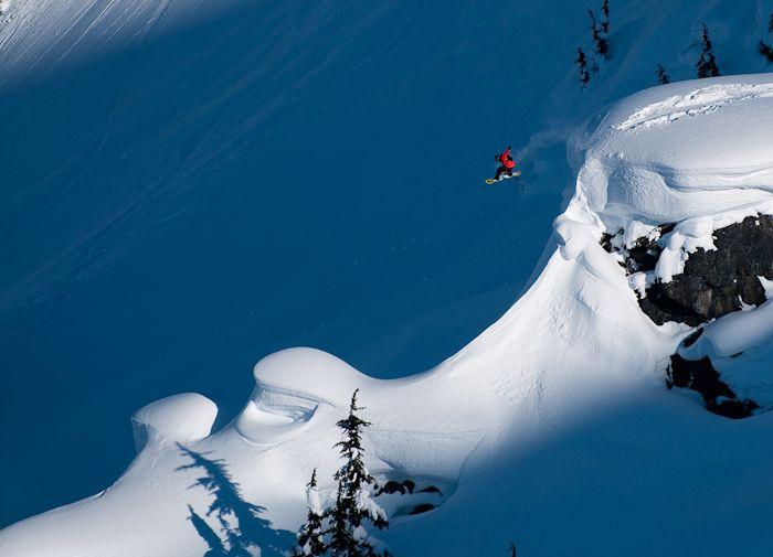 Snowboarding-Mads-Jonsson-Cornice-by-Phil-Tifo