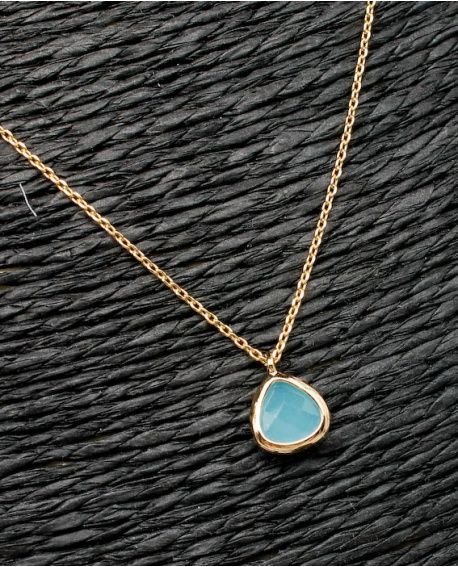 6c9f572f2632  Gargantilla de cadena fina chapado nacional con piedra mineral engarzada  en color azul de la firma Careli.