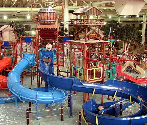 Slide Indoors At Minnesota S Water Park Of America Water Park Indoor Waterpark Soak City