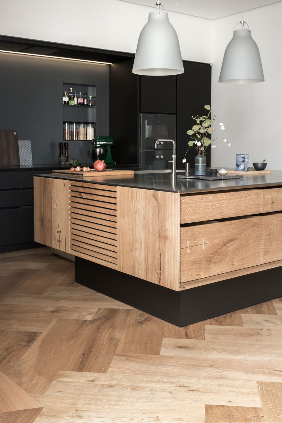 Model Dinesen kitchen island and linoleum tall cabinets - Garde Hvalsøe A/S (en ...