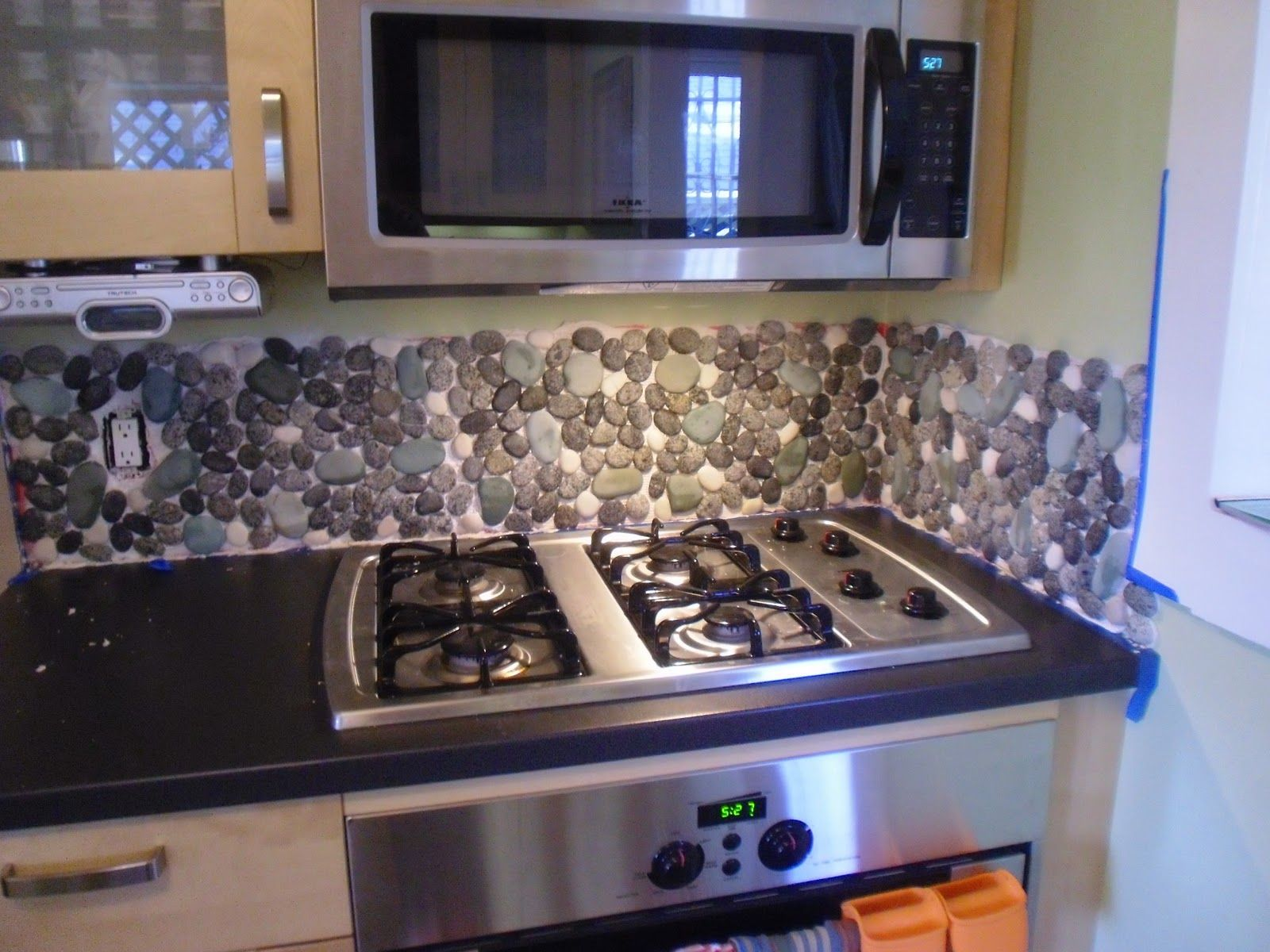 Mural Of River Rock Backsplash Give A New And Natural Accent To