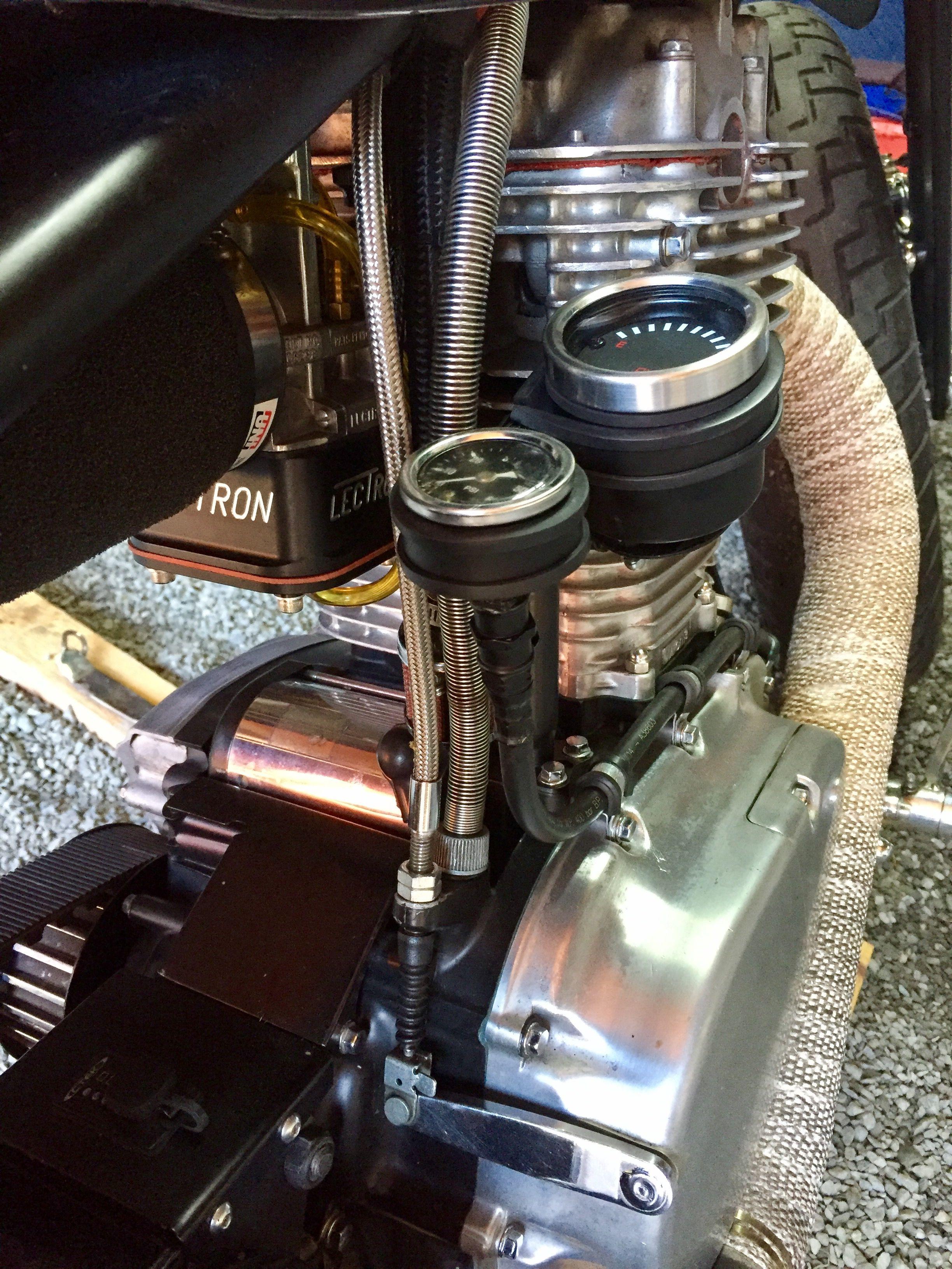 Suzuki Savage 666cc.  Oil pressure and gasoline gauge. Lectron 38mm carburetor.
