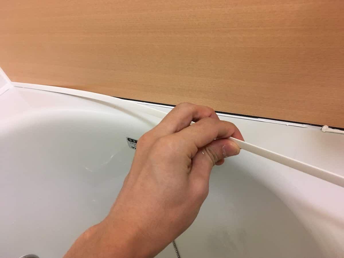 浴室タイル壁にバスパネルをdiyで貼り付けリフォームする方法 浴室 タイル リフォーム タイル張り