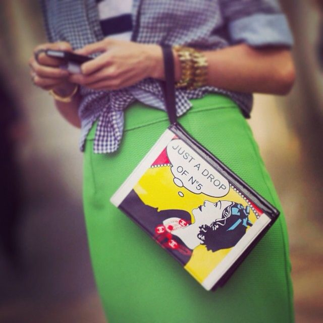 Which cartoon would you put on a clutch? We're thinking Jane Lane from Daria... This one was snapped by Timuremek_photography at MFW. #fashion #fashionflashback #fashionfriday #mfw #catwalk #streetstyle #clutch #bag #gettyfashion by gettyfashion