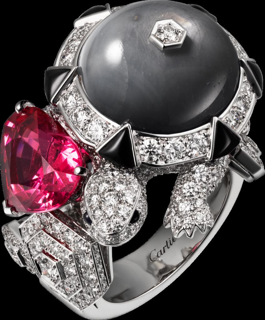 CARTIER. Bague - or gris, un spinelle cœur de 4,26 carats, un saphir bleu-gris étoilé taille cabochon de 18,35 carats, saphirs taille cabochon, onyx, diamants taille brillant. #Cartier #CartierMagicien #HauteJoaillerie #FineJewelry #Sapphire #Spinel #Diamond #Onyx