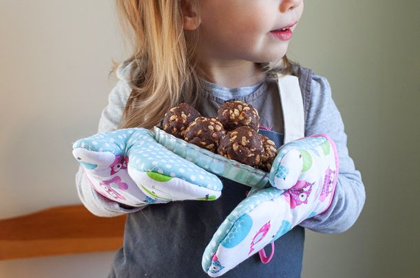 TIPS FOR TEACHING TODDLERS IN THE KITCHEN May 15, 2014 | Published by Aimée Wimbush-Bourque A healthy attitude to food is more likely to develop in children if you're willing to invest time in teaching them when they're young and impressionable.