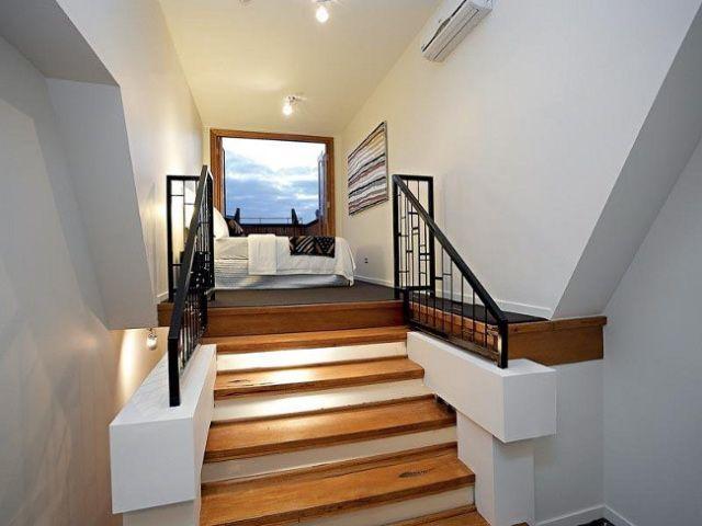 attic bedroom/low ceiling loft bedroom | Tiny house cabin ...