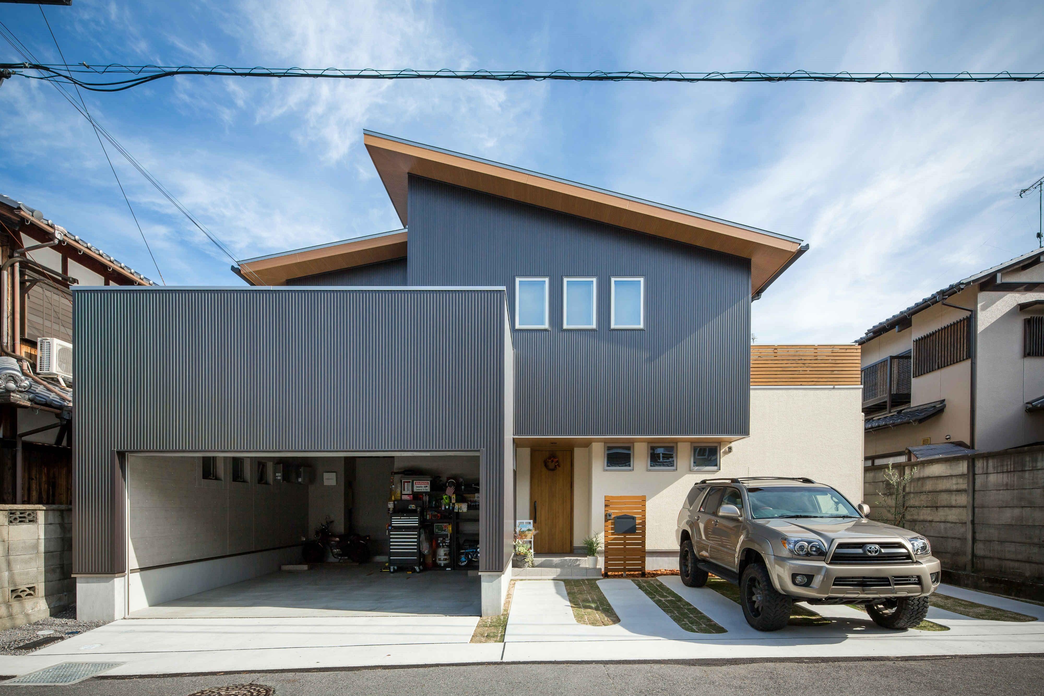 ビルトインガレージのある二世帯住宅 ルポハウス 設計士とつくる家 注文住宅 デザインハウス 自由設計 マイホーム 家づくり 施工事例 滋賀 おしゃれ 外観 平屋 外観 和モダン ビルトインガレージ ガレージ外観