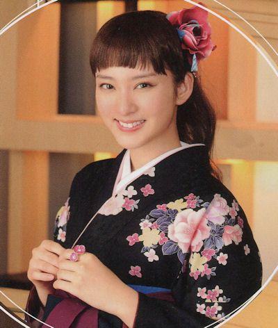 着物に合うヘアスタイルの武井咲さん