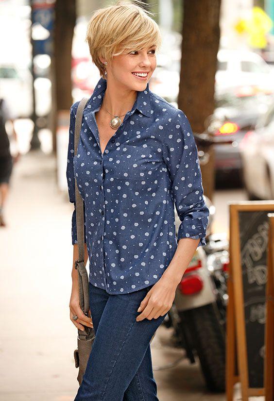 Wir lieben Jeans! Und Blumen! Kombinieren Sie doch mal beide Herzerwärmer und ziehen Sie diese romatisch-verspielte Bluse von PAOLA zu Ihrer Lieblingsjeans an. #Mode #Jeans