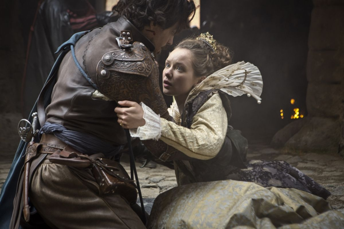 Aramis and the Queen. 2x1 Sleight of hand. The Musketeers.