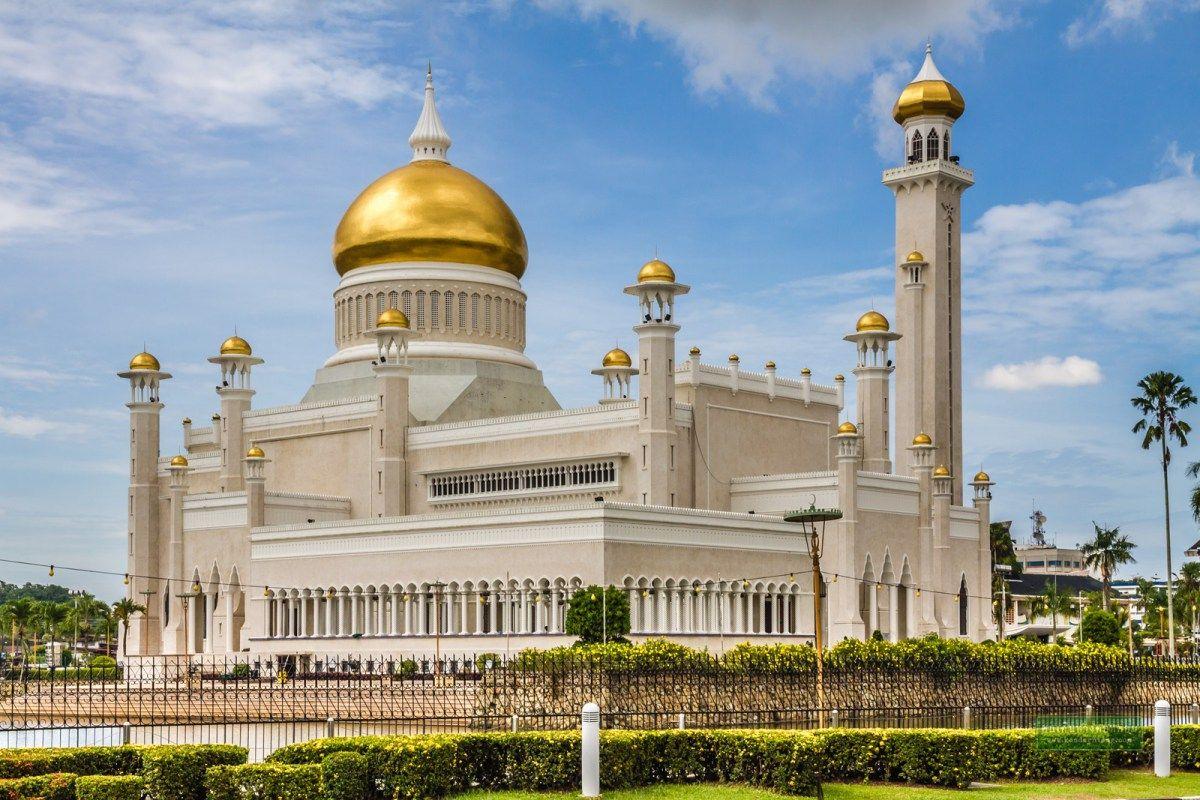 Risultati immagini per palazzo istana nurul iman