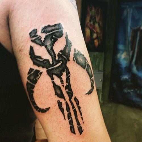 mandalorian tattoo star wars bounty hunter logo tattoo online image. Black Bedroom Furniture Sets. Home Design Ideas
