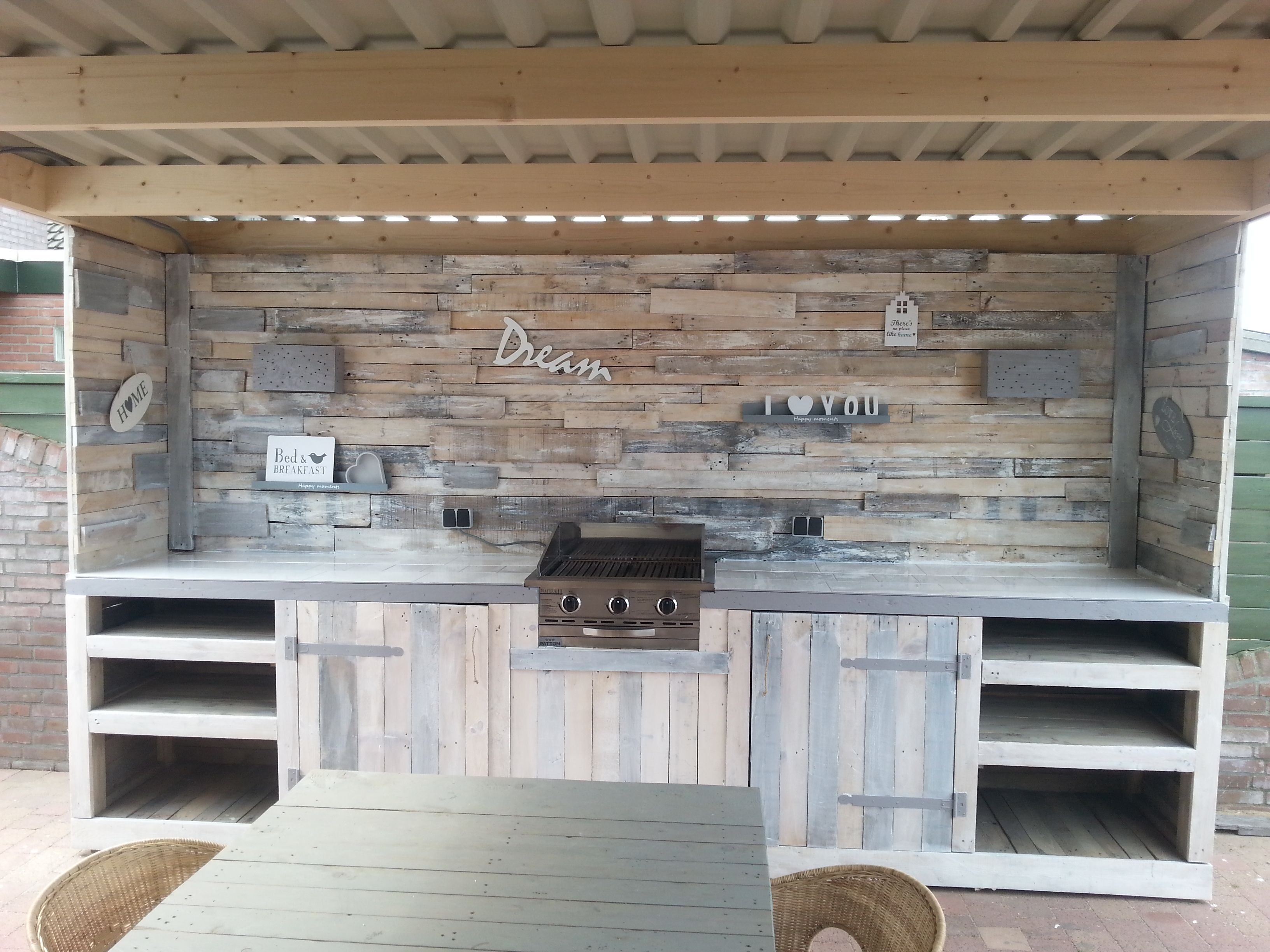 Outdoor kitchen made of old pallets pallets pinterest for Outdoor kitchen wall ideas