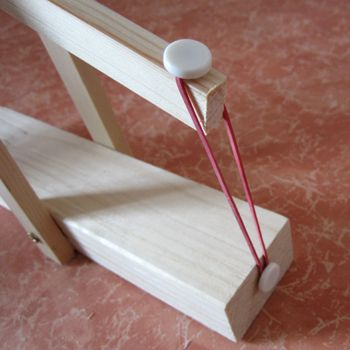 mini katapult basteln ideen zum selbermachen pinterest basteln spiele selber basteln und. Black Bedroom Furniture Sets. Home Design Ideas
