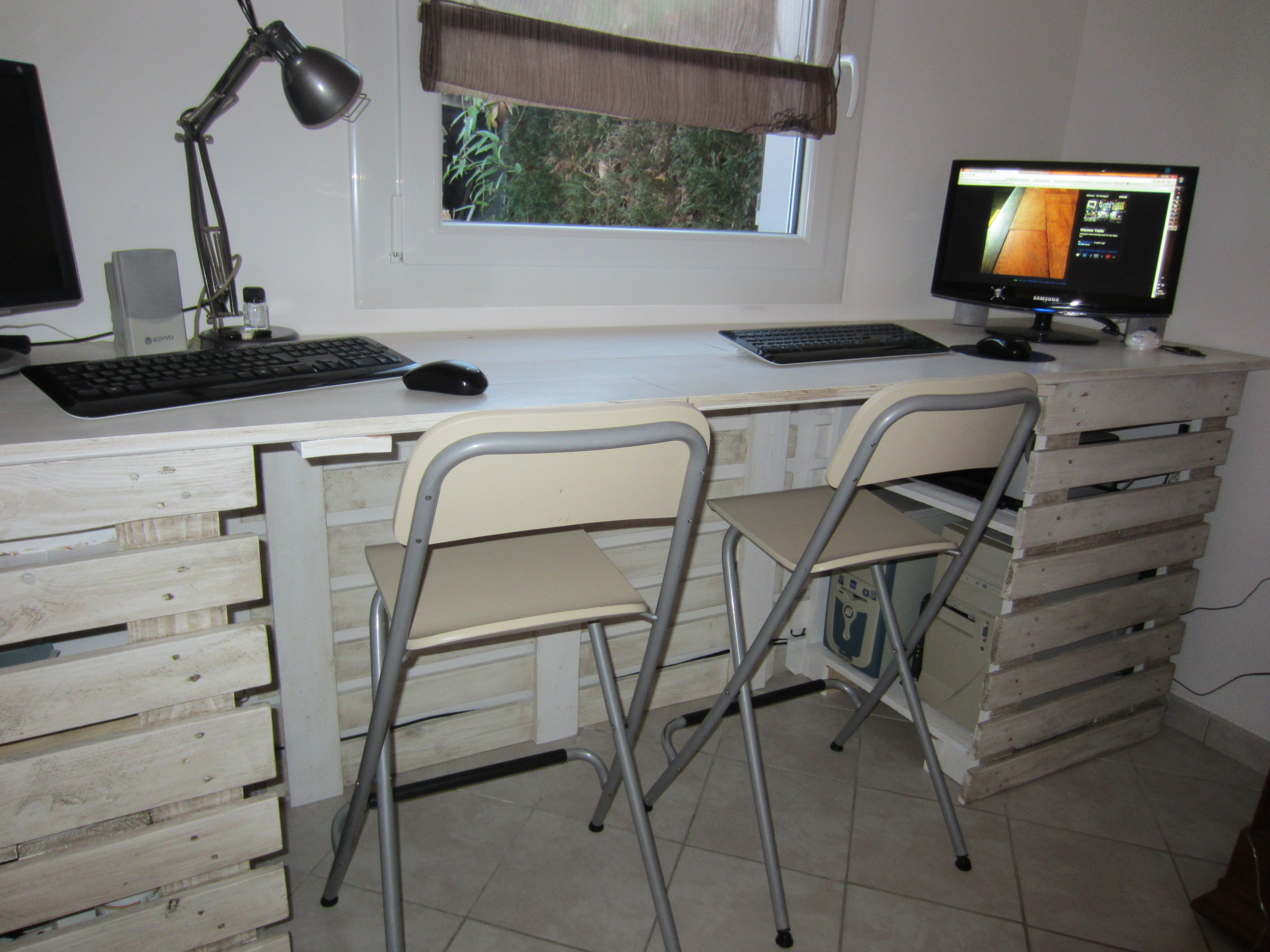 Bureau en palettes for the home desk furniture et - Bureau en palette ...