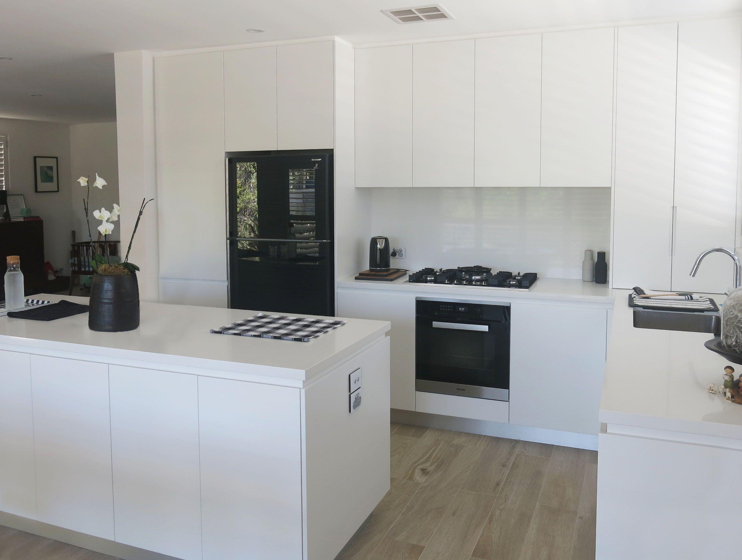 Download Wallpaper White Gloss Kitchen No Handles