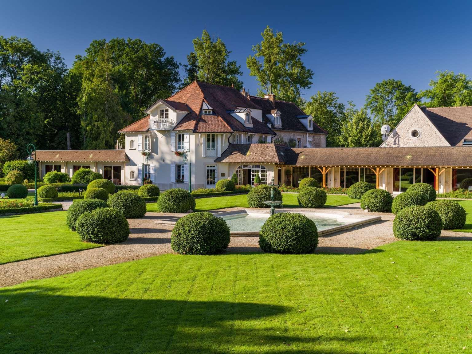 Hostellerie de Levernois | Hôtel de Luxe à Beaune | Château-Hôtel en Bourgogne