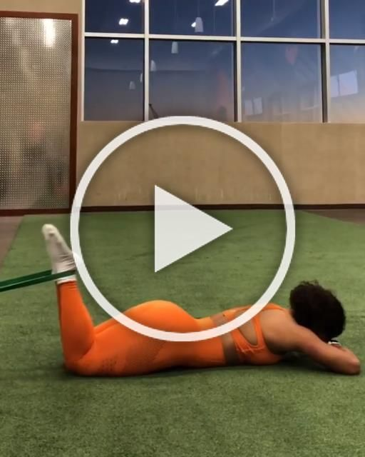 Firing it up 🔥 with this Hamstring session with Ajahzi, wearing the Flawless Knit, Orange set 🍊#Gyms...