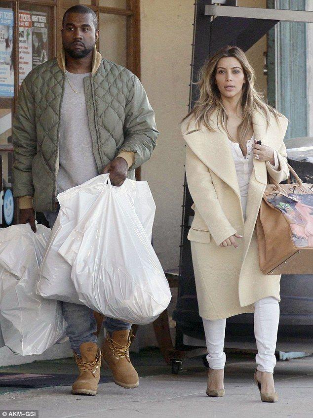 Kim Kardashian shows off her new handbag   Kadashian\'s   Pinterest ...