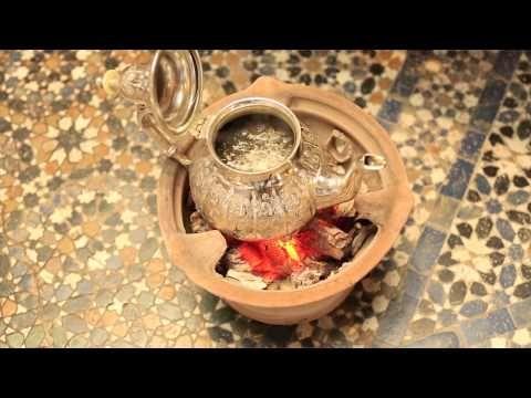 Morocco In Motion - La cérémonie du thé marocain / Moroccan tea ceremony - http://teacentral.risingflowmedia.net/morocco-in-motion-la-ceremonie-du-the-marocain-moroccan-tea-ceremony/