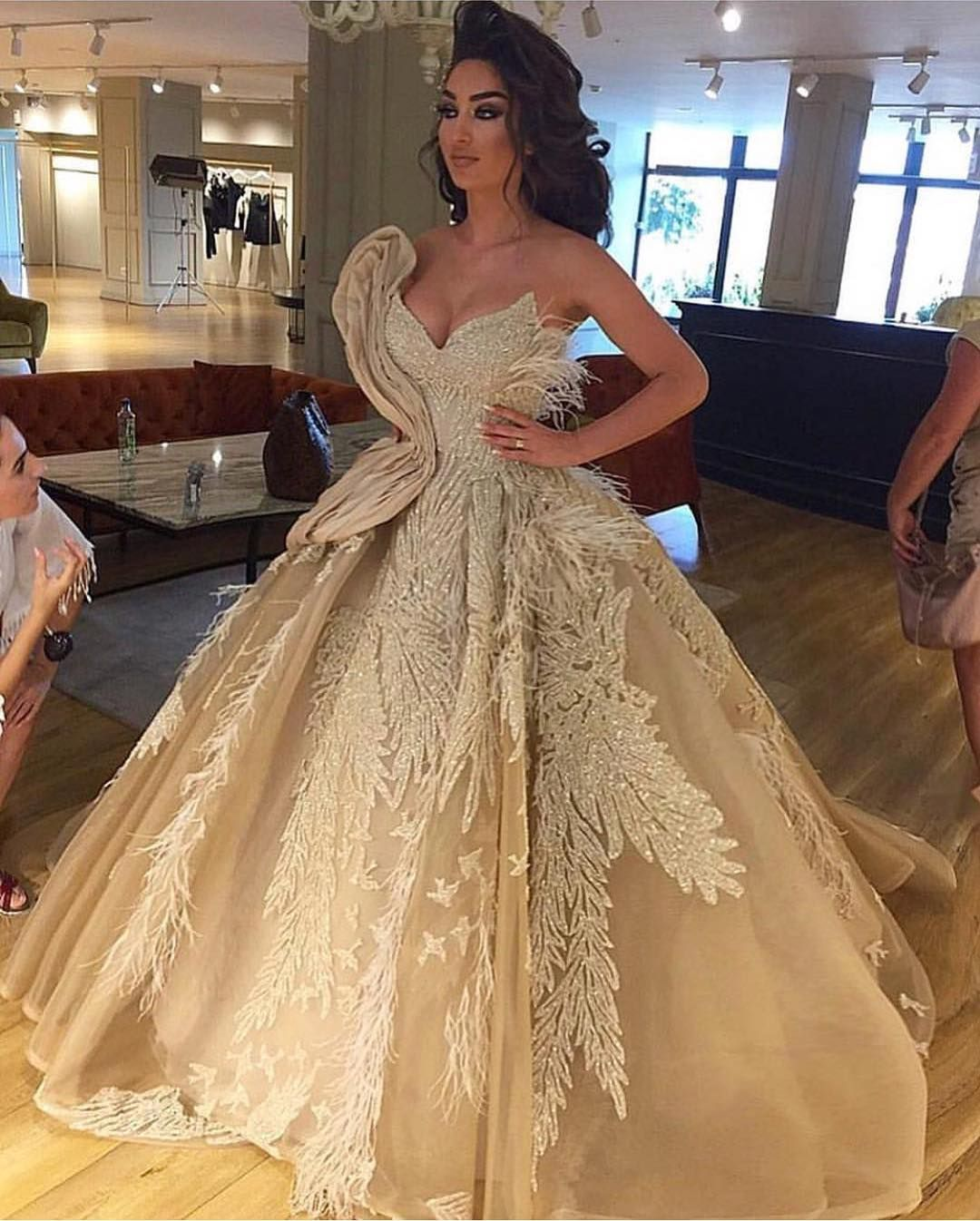 Couture Designer Wedding Gowns: USA Replications Of Wedding Dresses