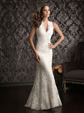 Comfortable lace wedding dress