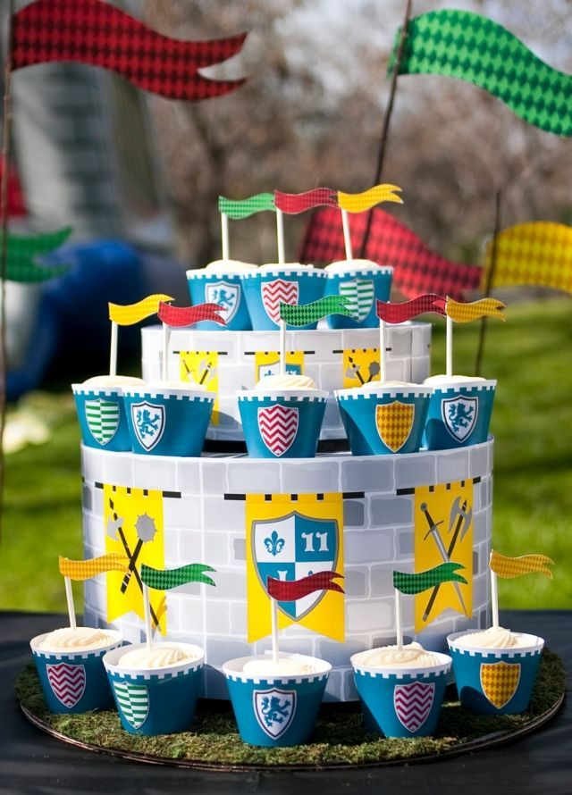 Ritter Mottoparty Kindergeburtstag Cupcakes Turm Ritter