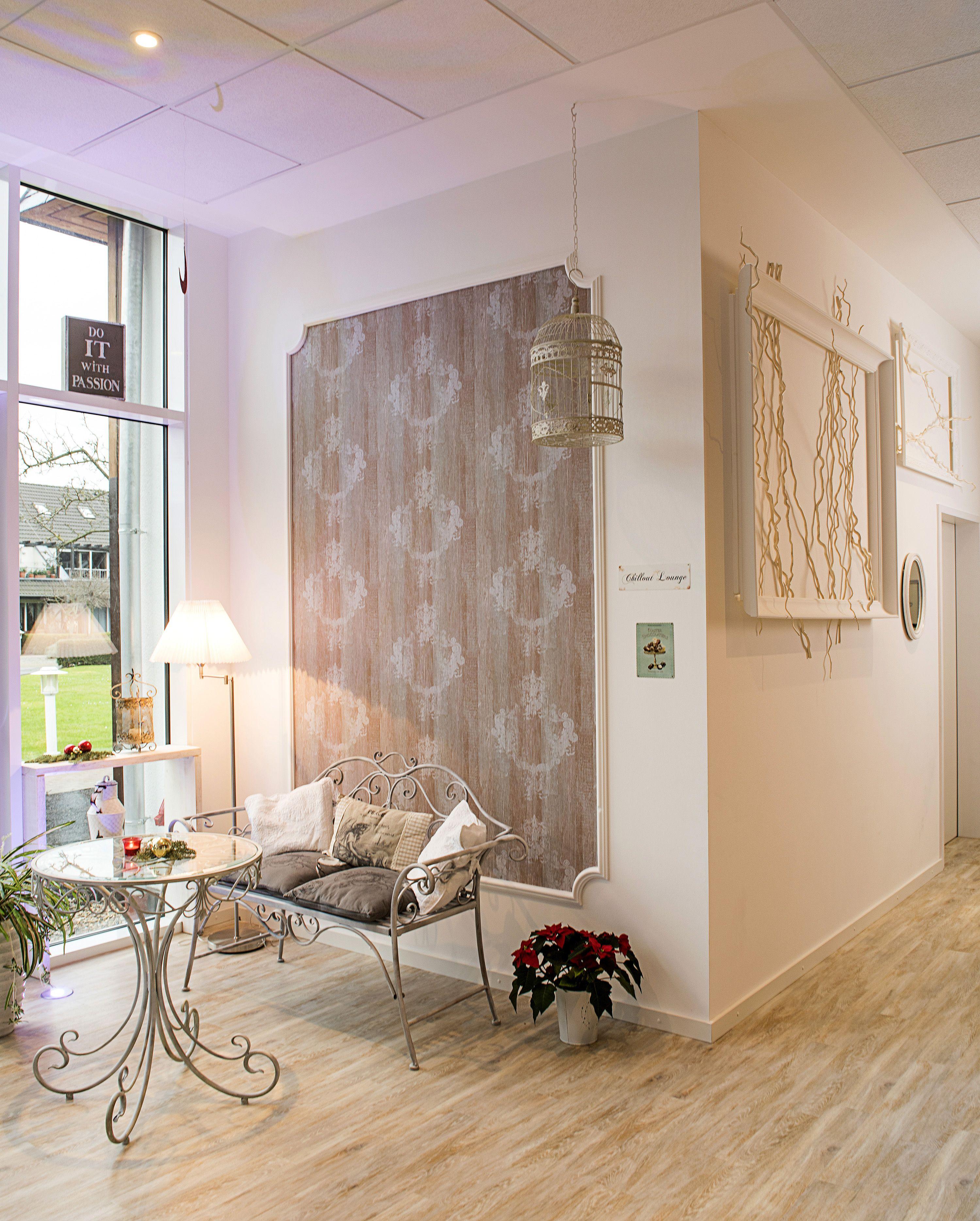 Wand- und Raumgestaltung mit Tapeten und NMC Profilen. Gesamtkonzept ...