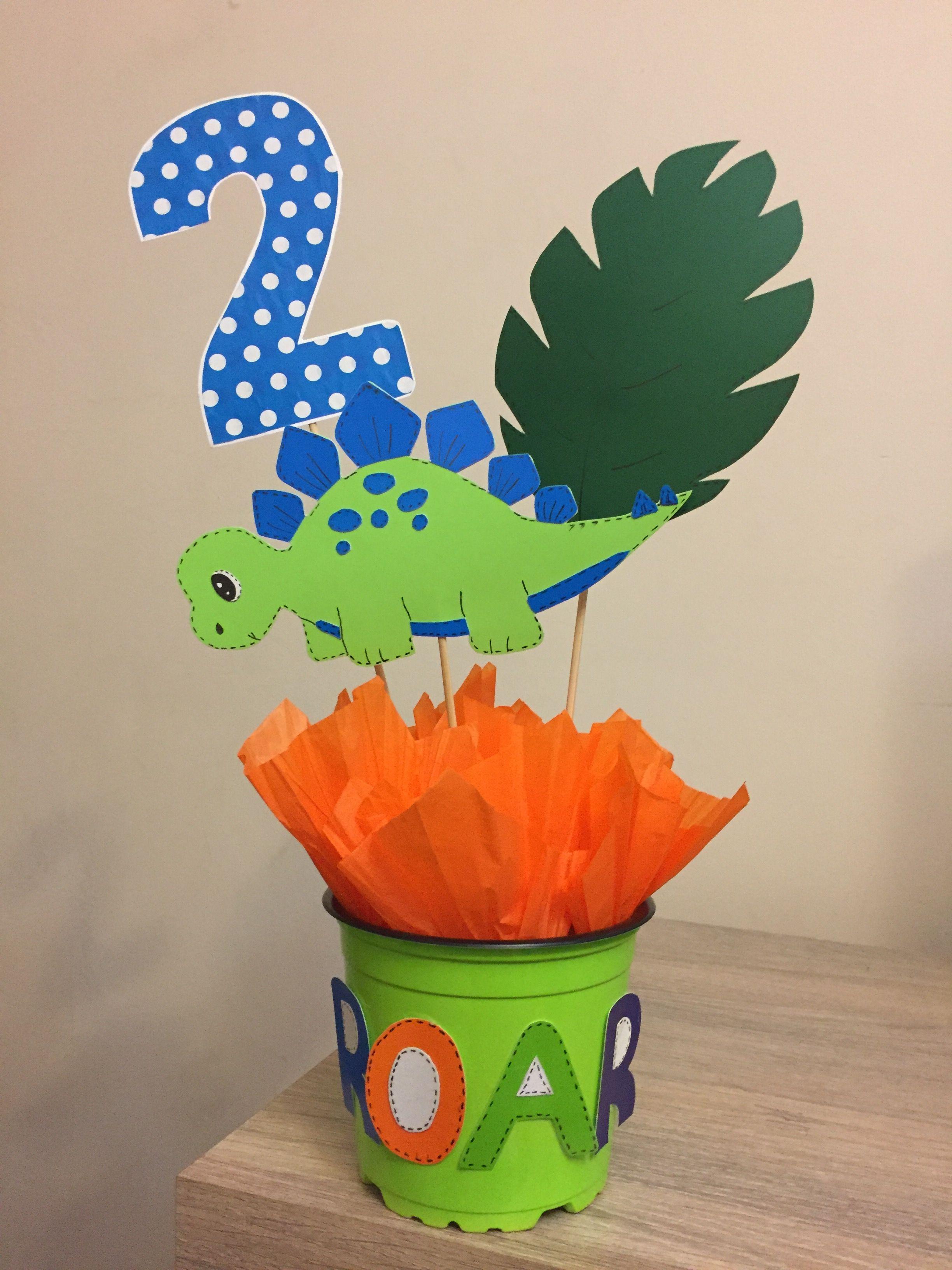 Centro de mesa dinosaurio mis manualidades en 2019 - Mesas para cumpleanos infantiles ...
