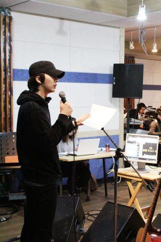 Baby Jun - ensayando para su concierto