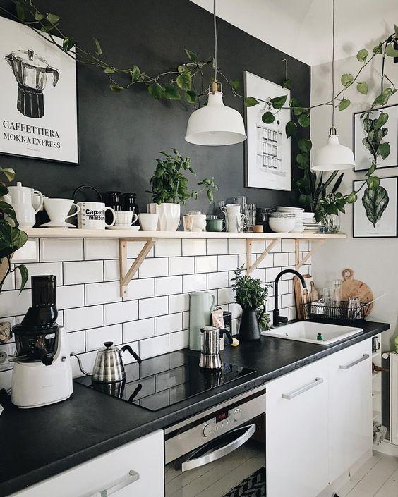 """Photo of Instagram Instagram """"𝗚 𝗢 𝗛 𝗨 𝗣 𝗘 𝗥 𝗧 su Instagram:"""" Never byłabym sobą gdybym tu Zielonego nie dodała ;-) W oczekiwaniu na ☕️✨. . #morning #mood #kitchen #greenkitchen #design # interiordecor … """""""