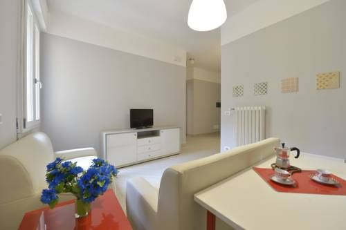 Casa di Annita e Marinella Bologna Situated 2 km from MAMbo and 2.6 km from Via Indipendenza, Casa di Annita e Marinella offers pet-friendly accommodation in Bologna. The apartment is 2.7 km from Piazza Maggiore.  A dishwasher, an oven and a microwave can be found in the kitchen.