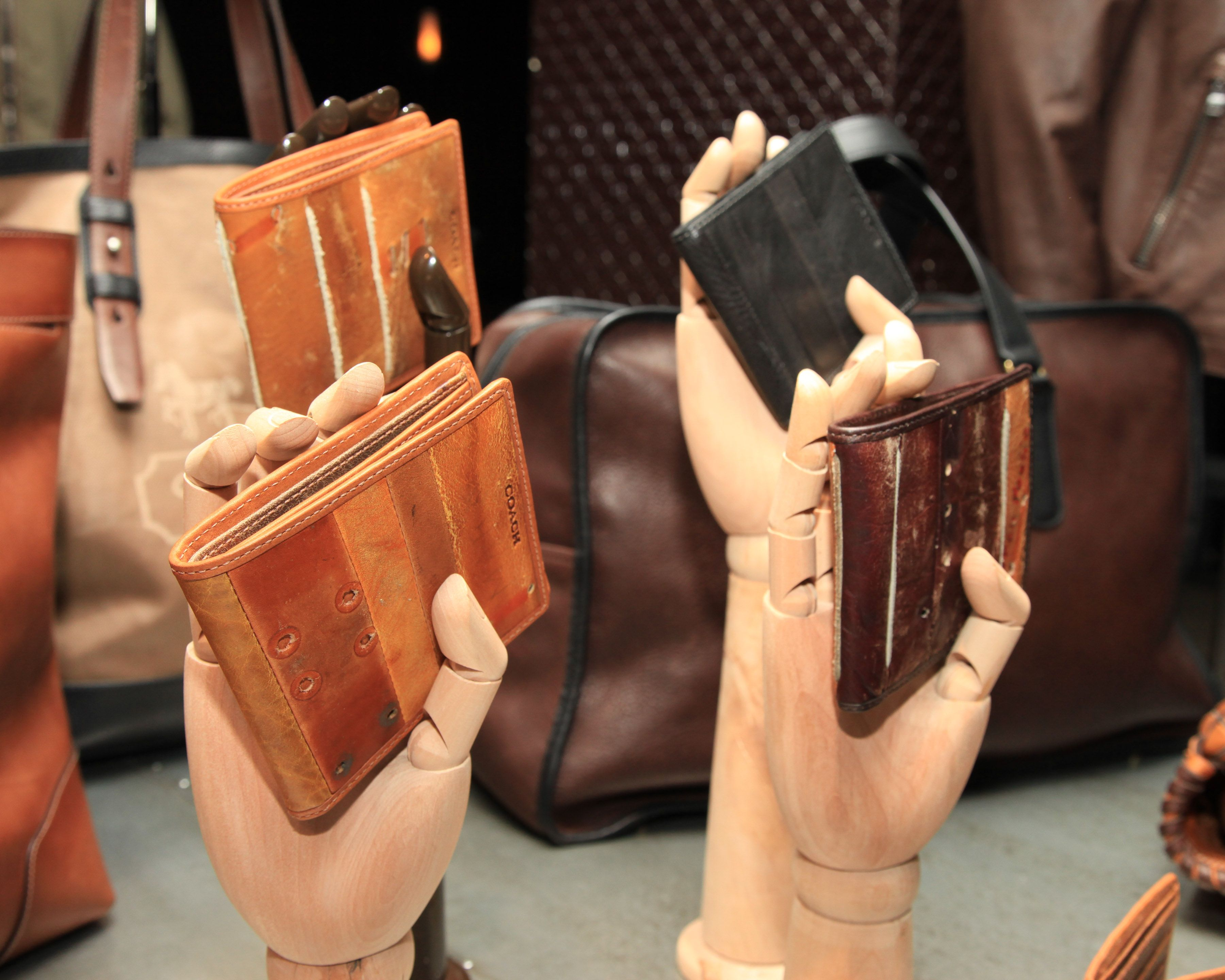 Recycled baseball glove wallet - Baseball Glove Wallets Yes Please